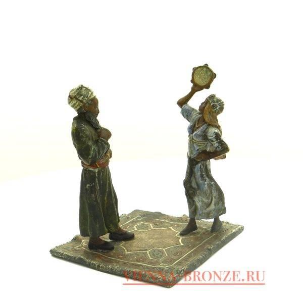 """Купить венскую бронзу """"Араб с танцовщицей на ковре """""""