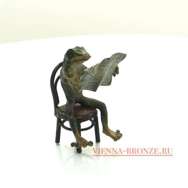 """Купить венскую бронзу """"Лягушка на стуле за чтением газеты """""""