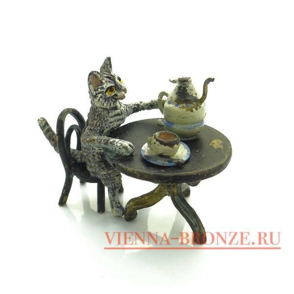 """Купить венскую бронзу """"Кот сидит за столом с чаем"""""""