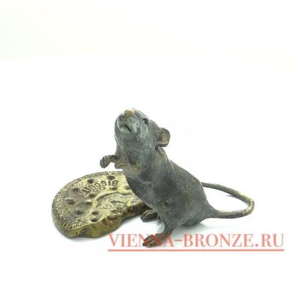 """Купить венскую бронзу """"Крыса с бисквитным печеньем """""""