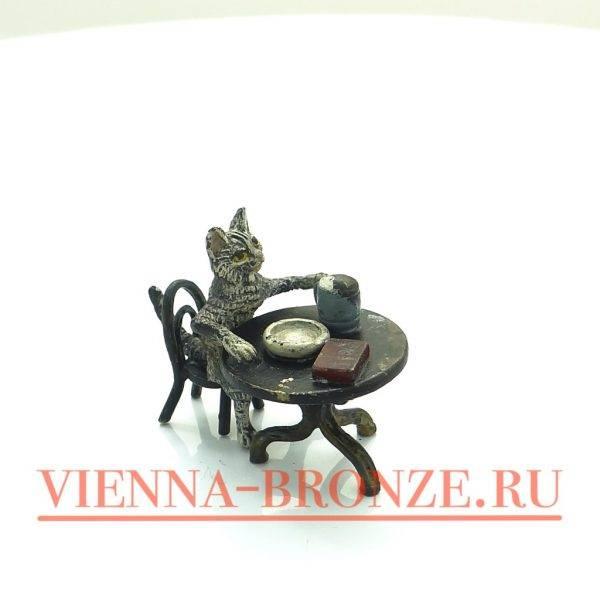 """Купить венскую бронзу """"Кот за столом с книгой и пивом"""""""