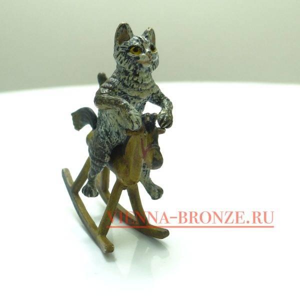 """Купить венскую бронзу """"Котенок на игрушечной лошадке"""""""